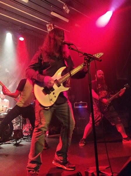 C'est moi où il y a une ressemblance troublante avec Dave Mustaine sur cette photo ?